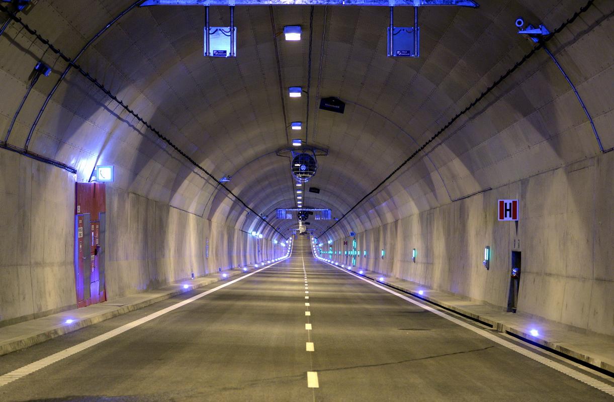 Gdańska Firma Oświetla Tunel Pod Martwą Wisłą Portalmorskipl