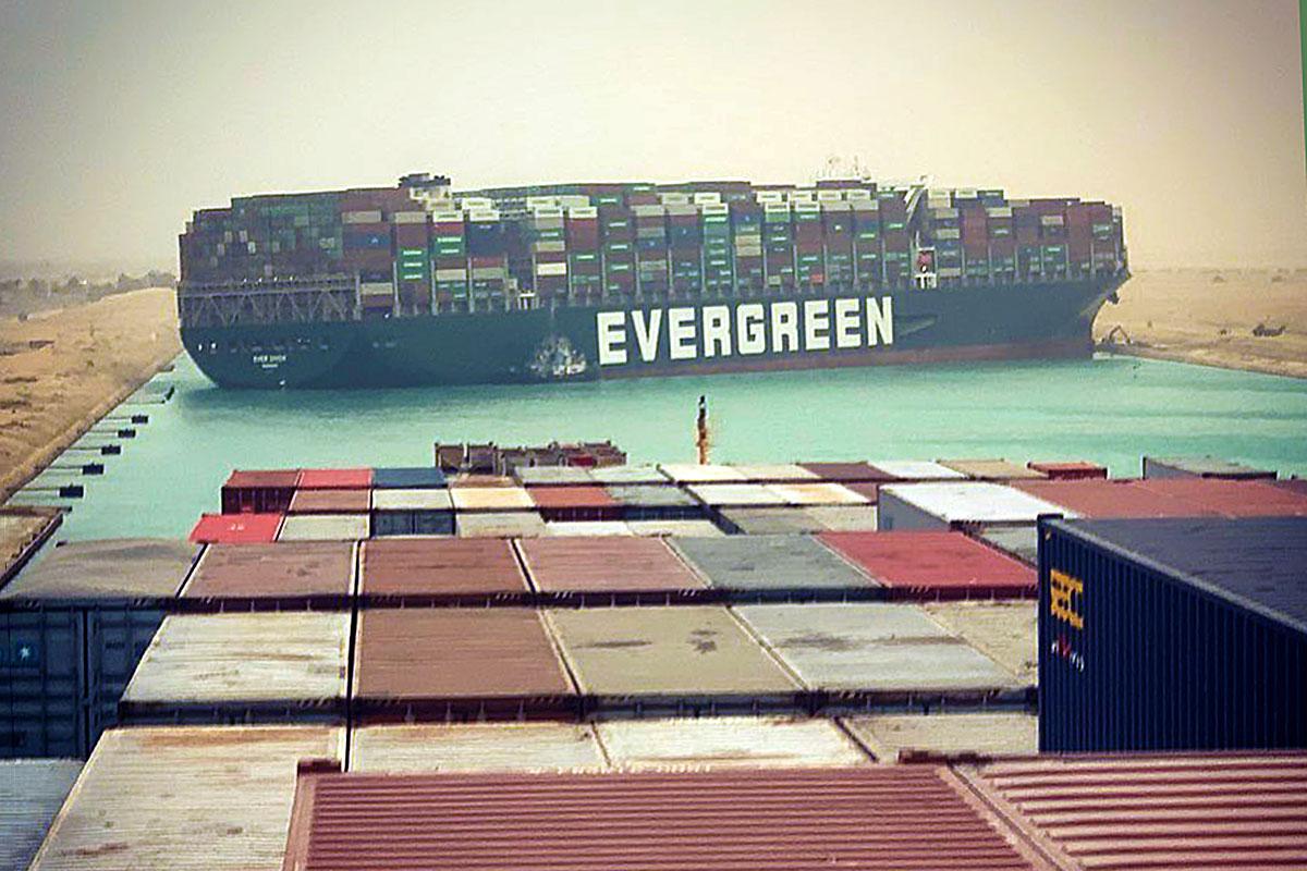 Kanał Sueski zablokowany przez kontenerowiec Ever Given